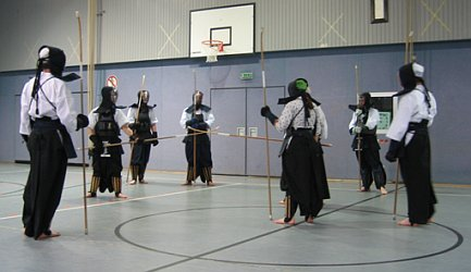 Naginata - Gruppe beim Training